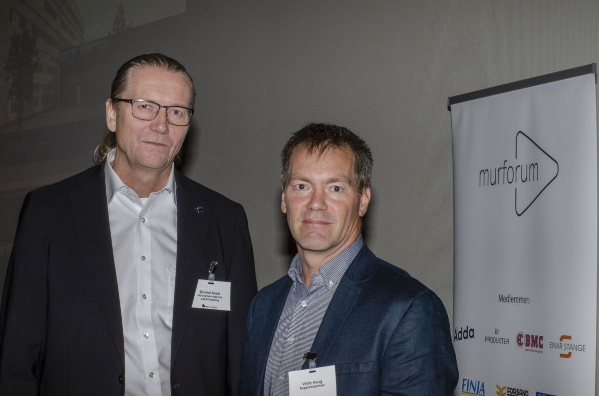 Øyvind Buset i Norske Murmestres Landsforening og Norsk murforum (til venstre) og Vetle Houg i Byggutengrenser.