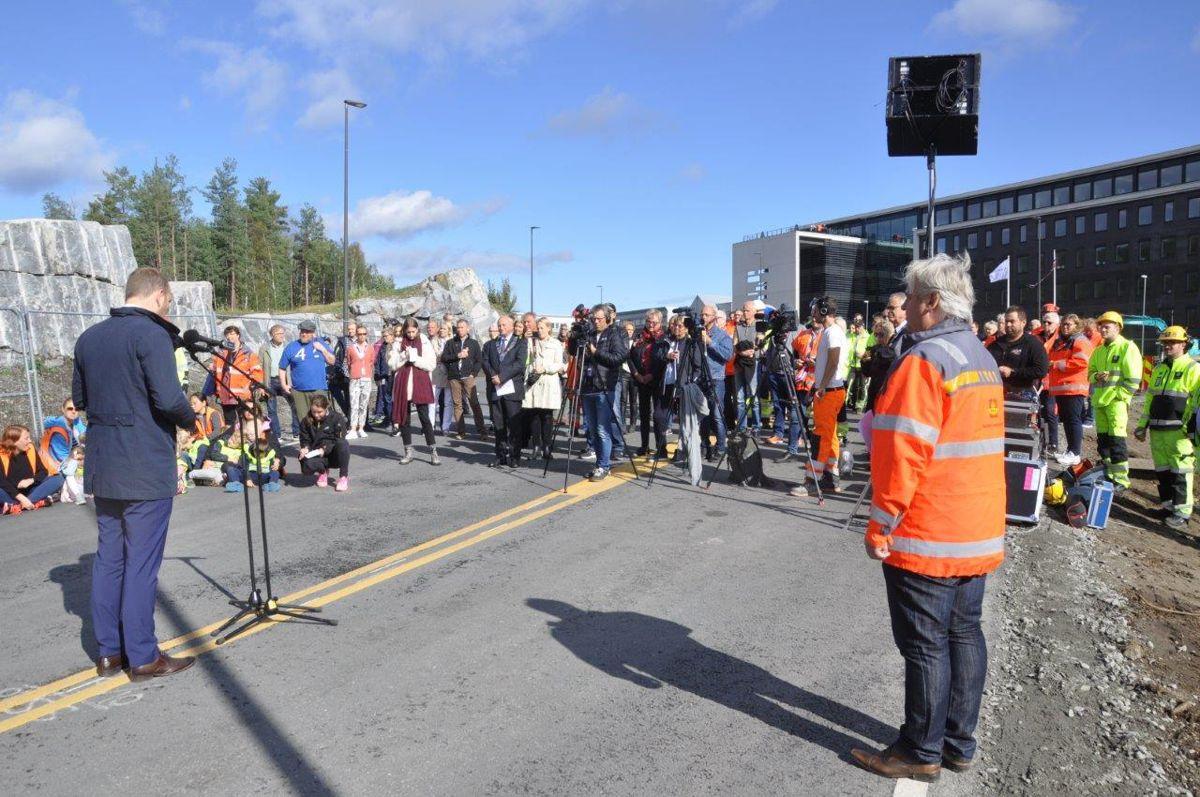Knallvær skapte en fin ramme om dagens delåpningen. (Foto: Kjell Wold)