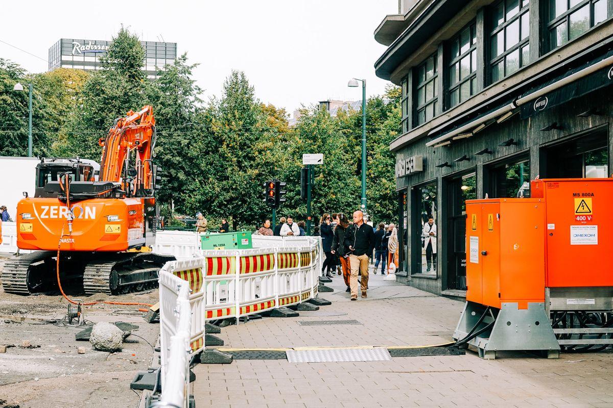 Olav Vs gate og Klingenberggata er blant gatene i Oslo med høyest tetthet av fotgjengere. Nå blir Olav Vs gate fotgjengerprioritert gate mellom Nationaltheatret og Rådhuskaia, med gågate i den øvre delen, gatevarme og granittdekke samt ny trerekke på langs østsiden ned mot fjorden.