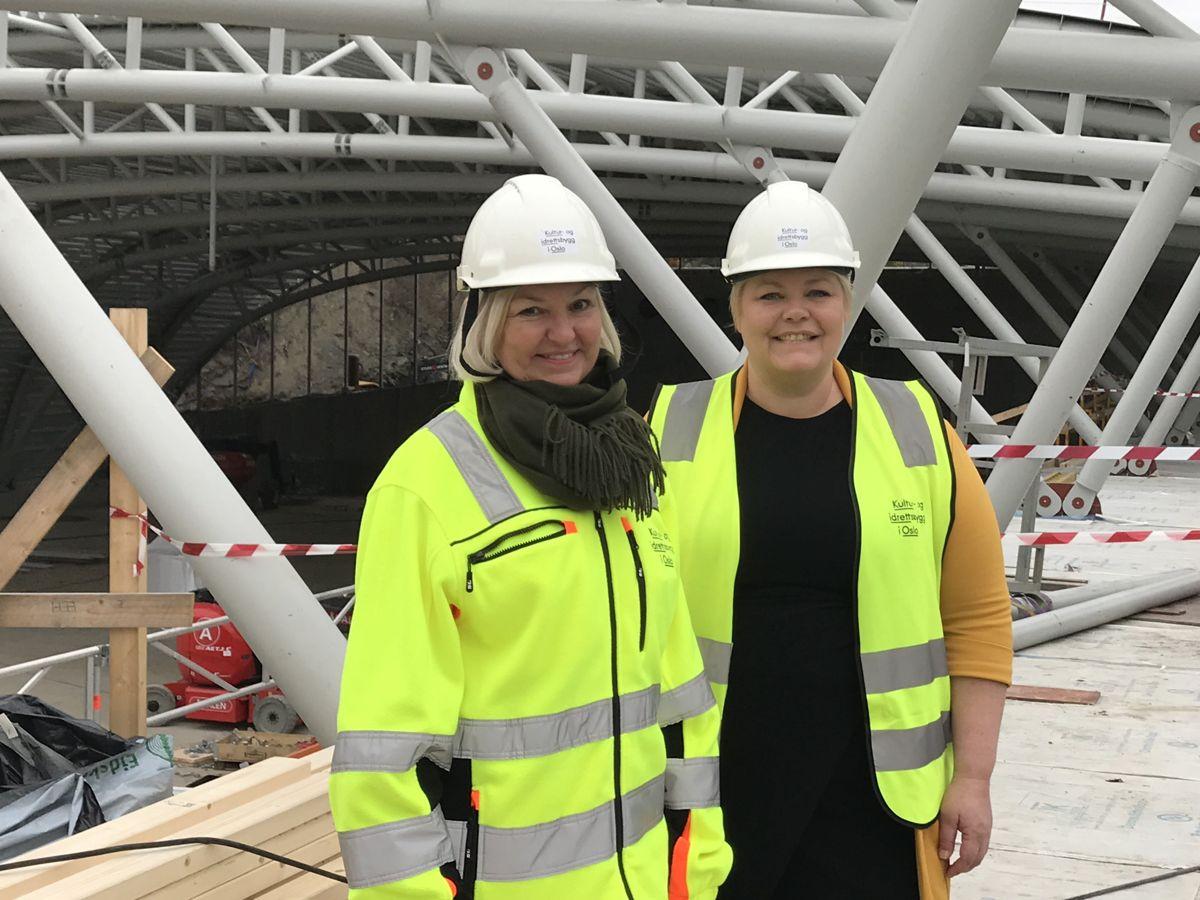 Eli Grimsby, byggherre og direktør i Kultur- og idrettsbygg Oslo KF og Marthe Scharning Lund, byråd for næring og eierskap. Foto: Kultur- og idrettsbygg Oslo KF