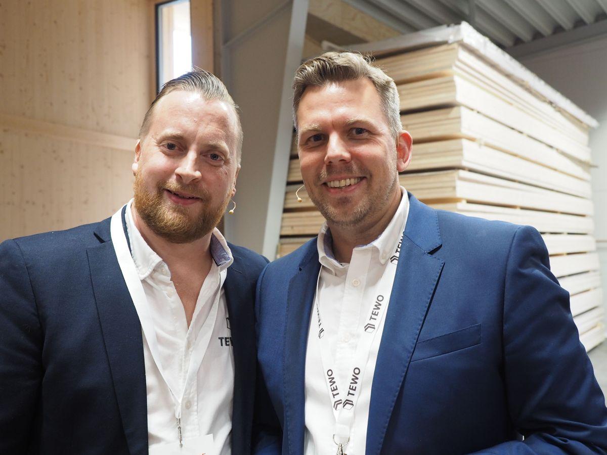 Henning Thorsen og Håkon Rognlien, daglig leder i Flaen Sag og Høvleri og markedssjef i Termowood. Foto: Jørn Hindklev