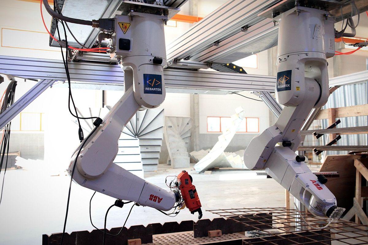 Rebartek-roboten testes her ut på laboratoriet. Snart skal den testes på byggingen av ny E39. Foto: Rebartek