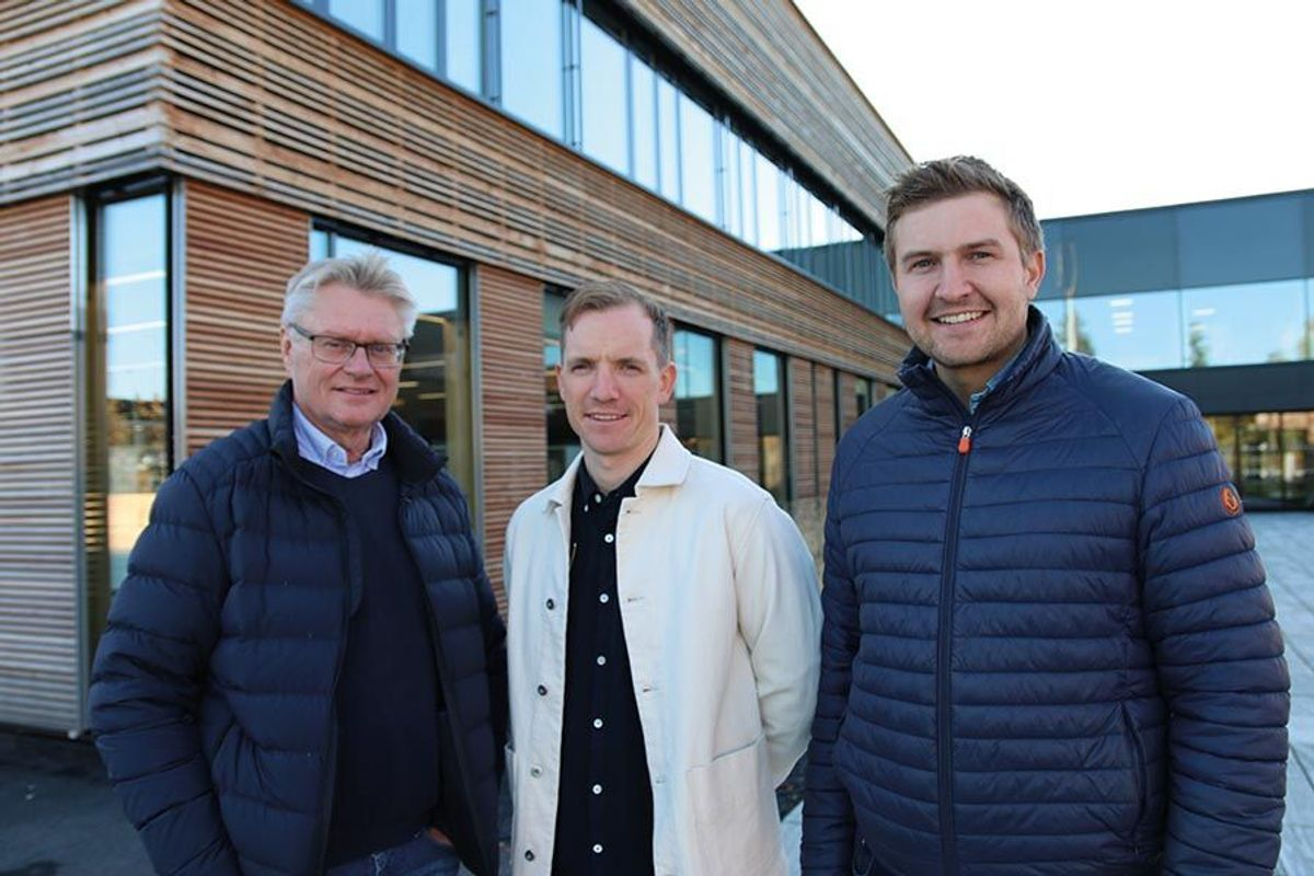 Prosjektleder Per Kristian Ljødal i Hedmark fylkeskommune (t.v), anleggsleder Even Antonsen og prosjektleder Hans Otto Engeloug i Martin M. Bakken.