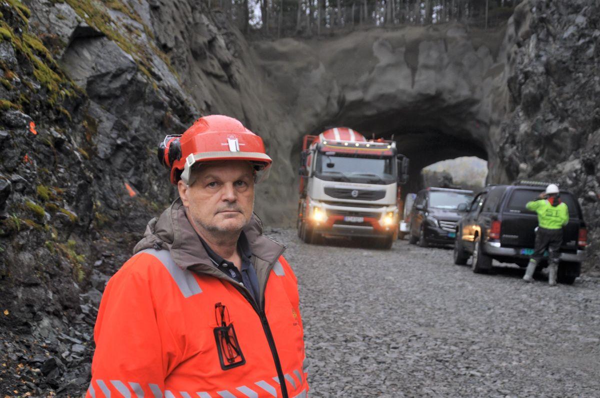 Overingeniør Walter Hjelvik i Statens vegvesen er fornøyd med tunneloppgraderingen på fv. 40 i Numedal så langt. Foto: Kjell Wold/Statens vegvesen