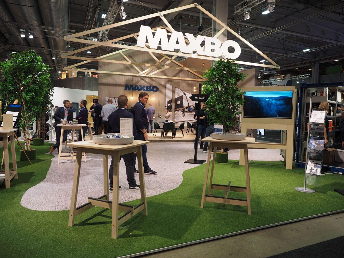 En halv hytte baser på elementer er et viktig element på Maxbos stand på Bygg Reis Deg. Foto: Jørn Hindklev
