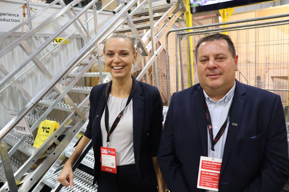 Weronika Budzioch og Piotr Fyda står på stand for det polsk-svenke firmaet TLC under Bygg Reis Deg. Foto: Svanhild Blakstad