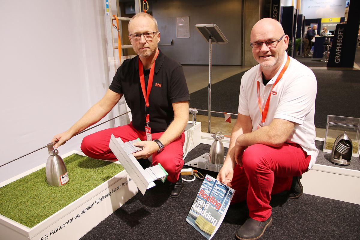 Daglig leder Øivind Sæther (t.v.) og KAM tak og fasade Dan Inge Rollan i SFS Intec.