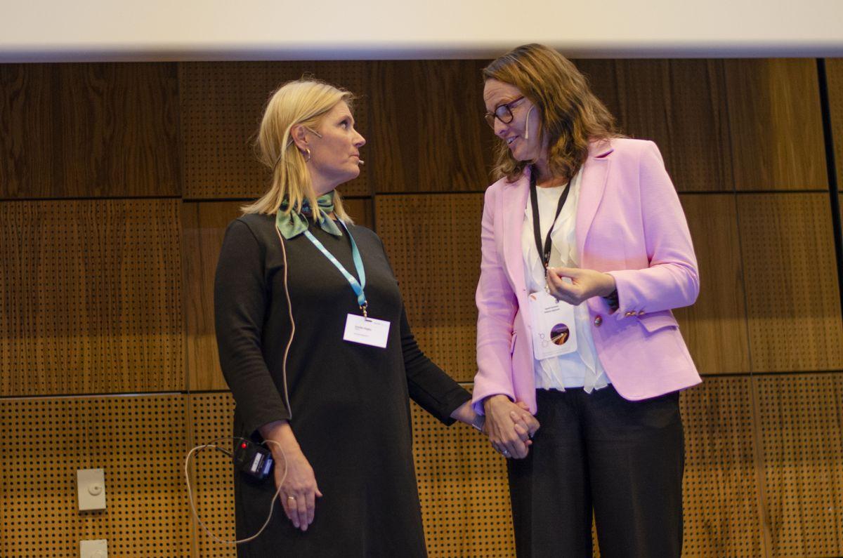 Cecilie Hagby i Norsk Betongforening (til venstre) og Kjersti Dunham i Statens vegvesen demonstrerte godt det tette forholdet mellom betong og infrastrukturutbygging.