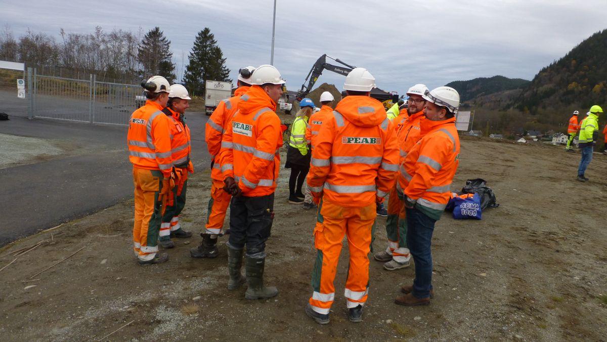 Deler av Peabs arbeidsstokk er klare til å ta fatt på sitt andre store veiprosjekt sør for Trondheim. De ble tidligere i år ferdig med den nye motorveien mellom Heimdal og Melhus. Nå fortsetter de videre sørover.