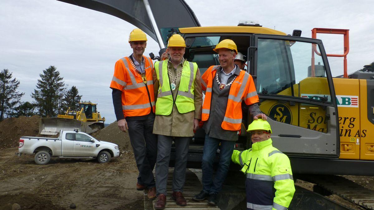 De tre trønderordføerne, f.v. Ola Øie (Ap), Rennebu, Sivert Moen (Sp) Rennebu og Gunnar Krogstad (Ap) er meget godt fornøyd med det Johan Arnt Vatnan og Nye Veier har fått til.