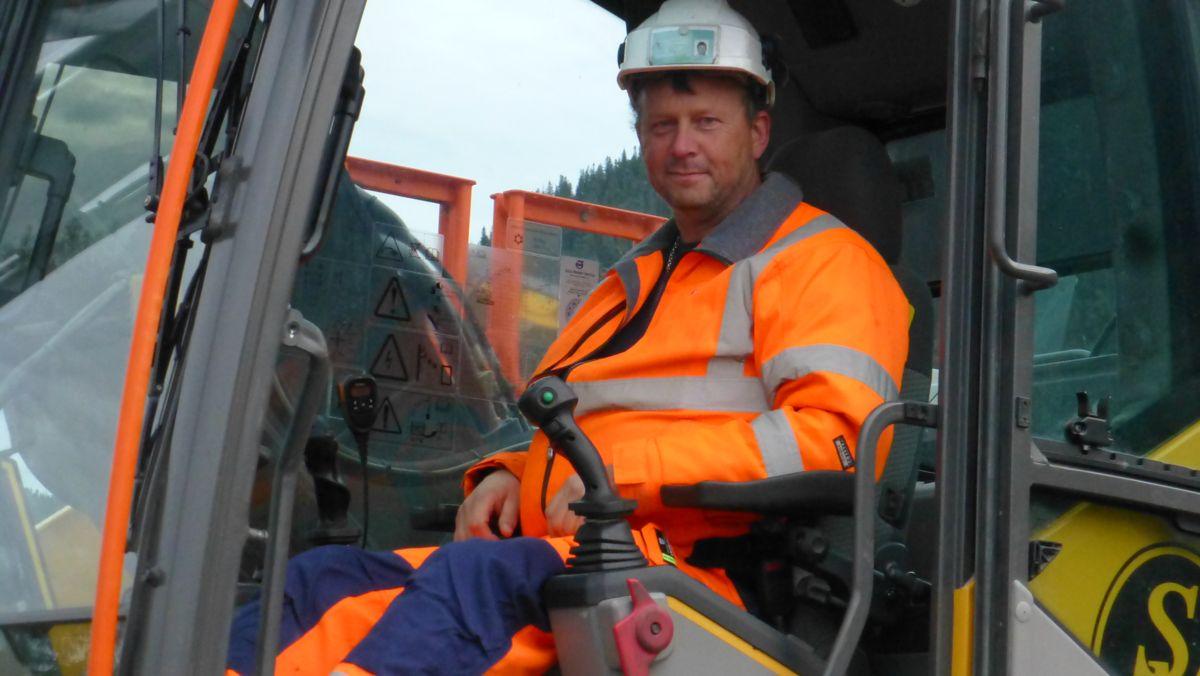 Gravemaskinfører Kjell-Olav Stein hos Solberg Maskin er klar for å ta første tak.