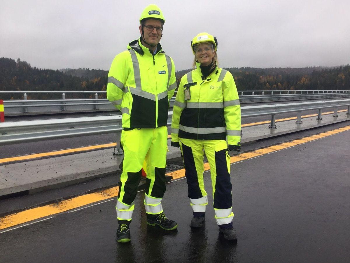 Svein Hol Skjelle i konsernledelsen til Hæhre og Anette Aanesland, konstituert administrerende direktør i Nye Veier. Foto: Nye Veier