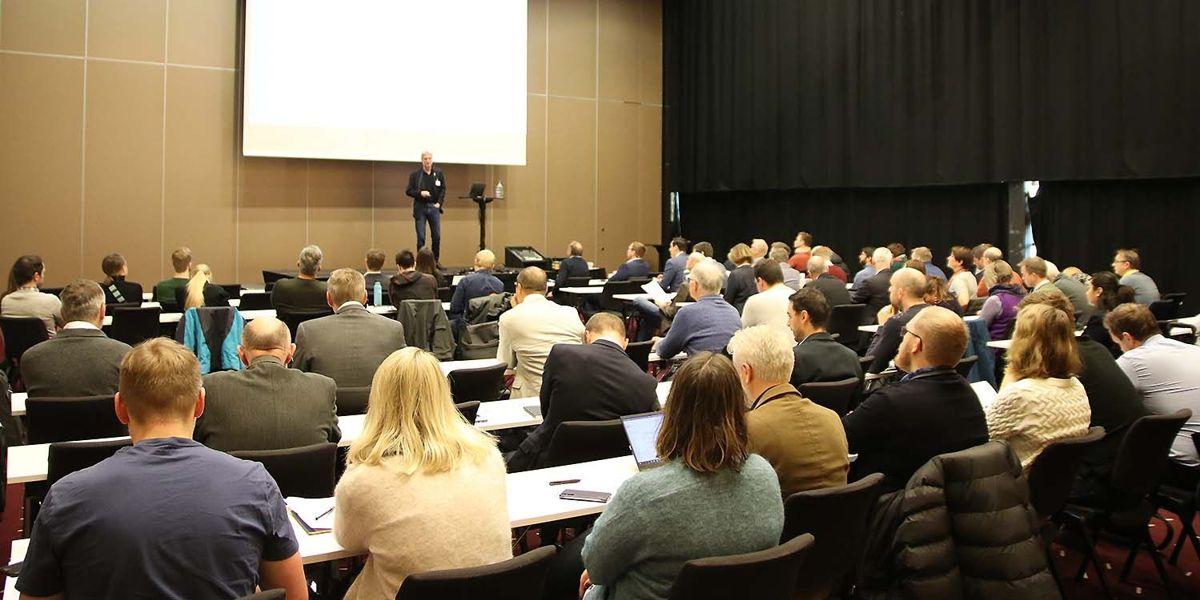 Arrangementet finner sted i Clarion Hotel & Congress og samler nær 90 deltakere. Foto: Arve Brekkhus
