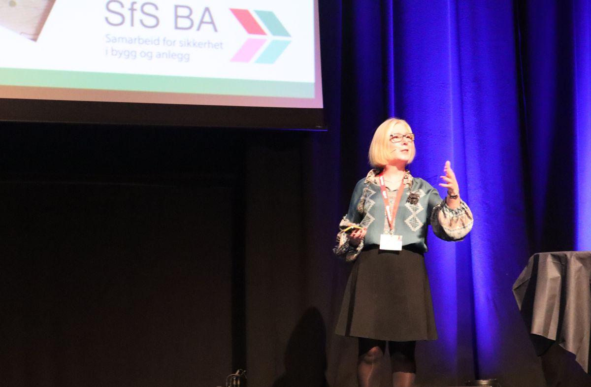 <p>Daglig leder Lene Jønsson i Samarbeid for sikkerhet i bygg og anlegg kunne ønske en rekordstor forsamling velkommen til HMS-konferansen.</p>