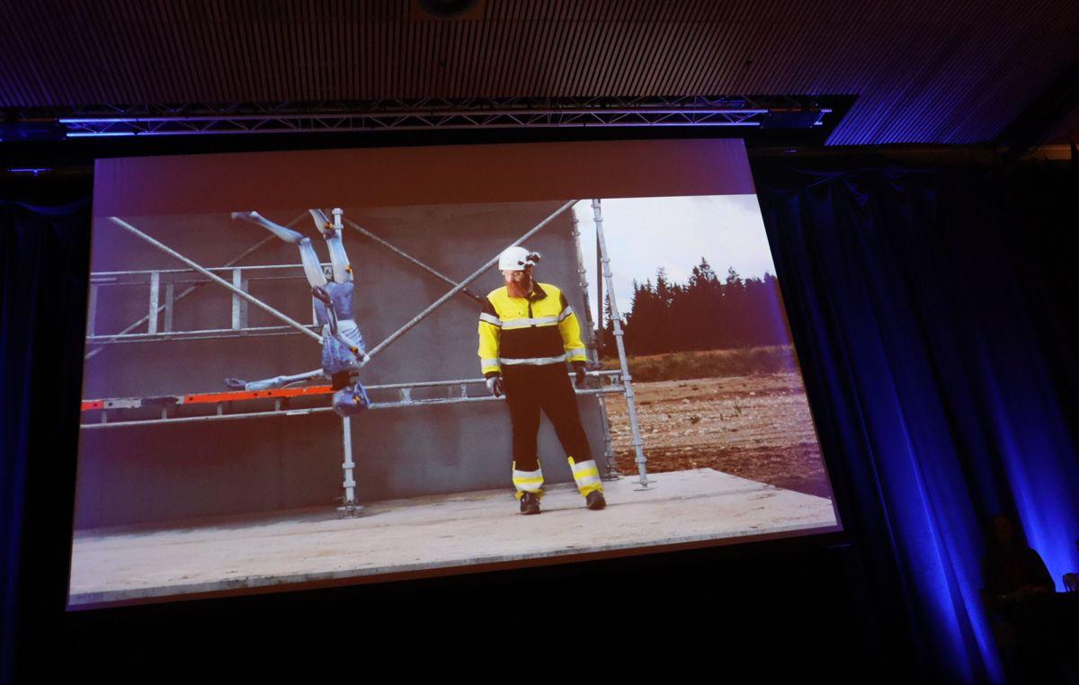 """I e-læringskurset """"Fareblind"""" får man blant annet se hva som skjer ved fall fra åtte meters høyde. Foto: Svanhild Blakstad"""