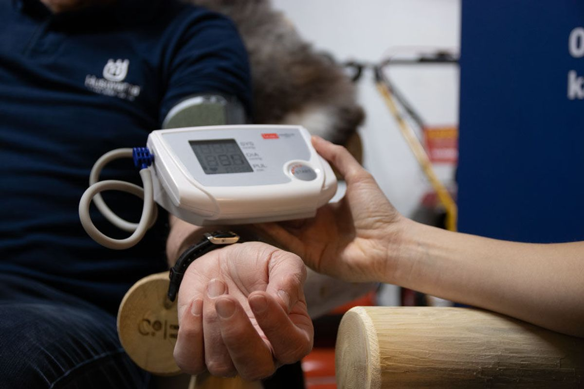 De ansatte i Husqvarna får også sjekket blant annet blodtrykk. Foto: Malin S. Strandberg