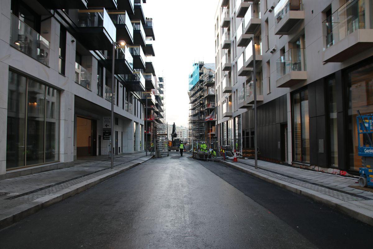 BISPEVIKA. Det er stor byggevirksomhet mellom Dronning Eufemias gate og fjorden. Foto: Malin S. Strandberg.