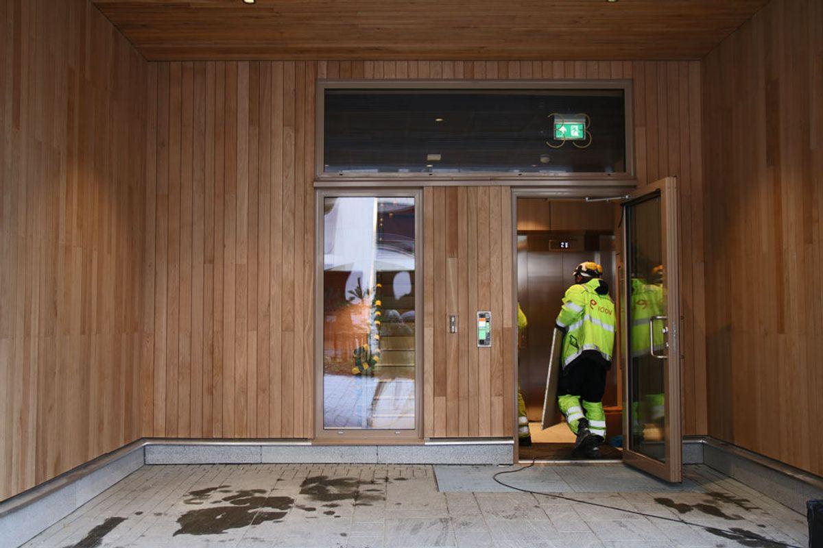 BISPEVIKA: Arbeidet pågår fortsatt både inn- og utvendig i det nye boligområdet i Bispevika. Foto: Malin S. Strandberg.