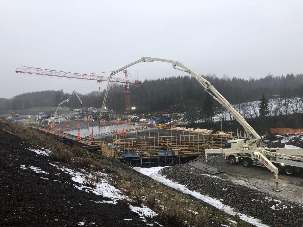 <p>Støpen av Doksrud bru er den største støpen som hittil er gjennomført i rv.3/25-prosjektet. Foto: Karoline Celius, Skanska</p>