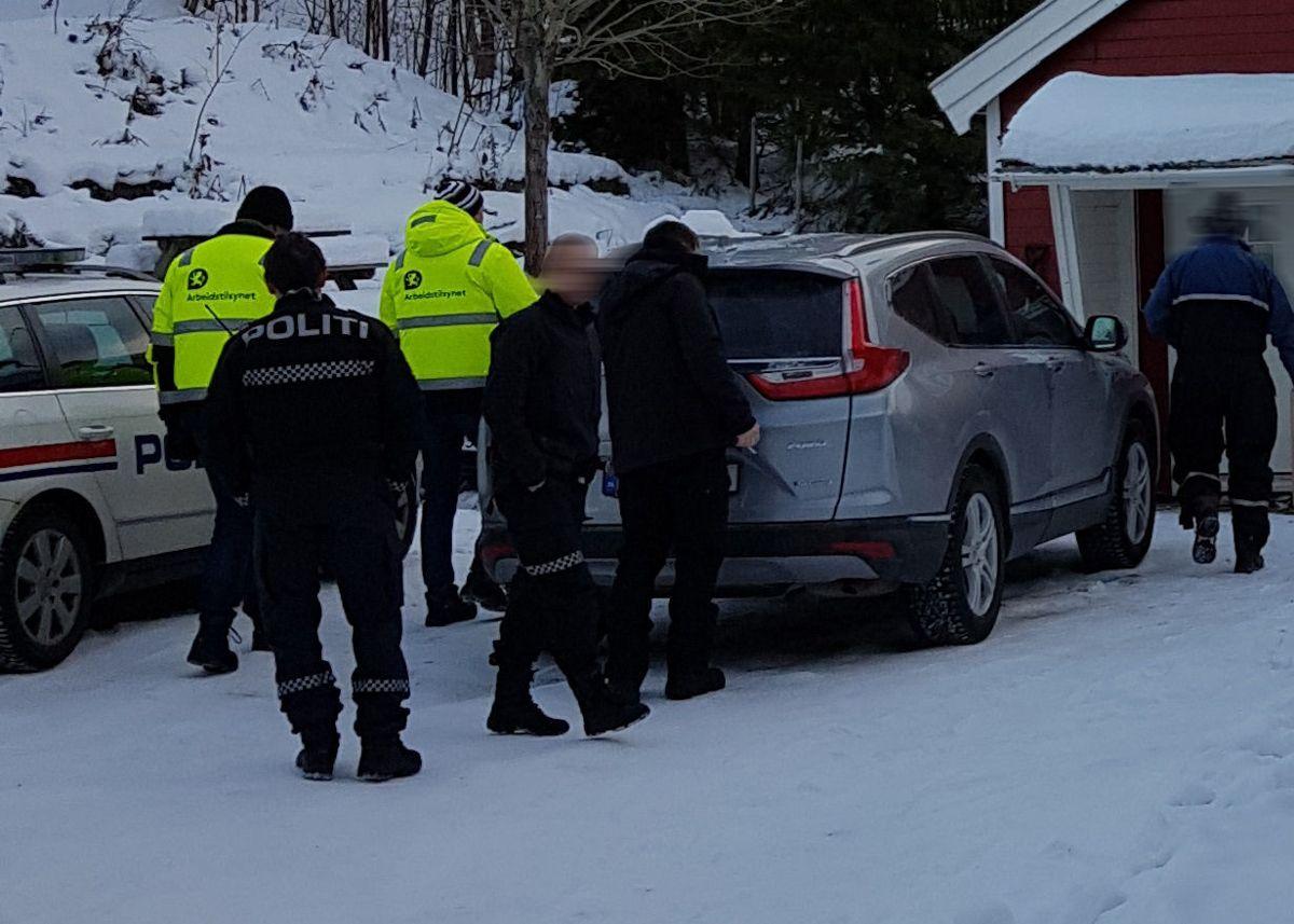 Politi, Arbeidstilsynet, Skatteetaten, El-tilsyn og brannvesen gjennomførte 13. november kontroll på en byggeplass i Troms. Foto: Politiet