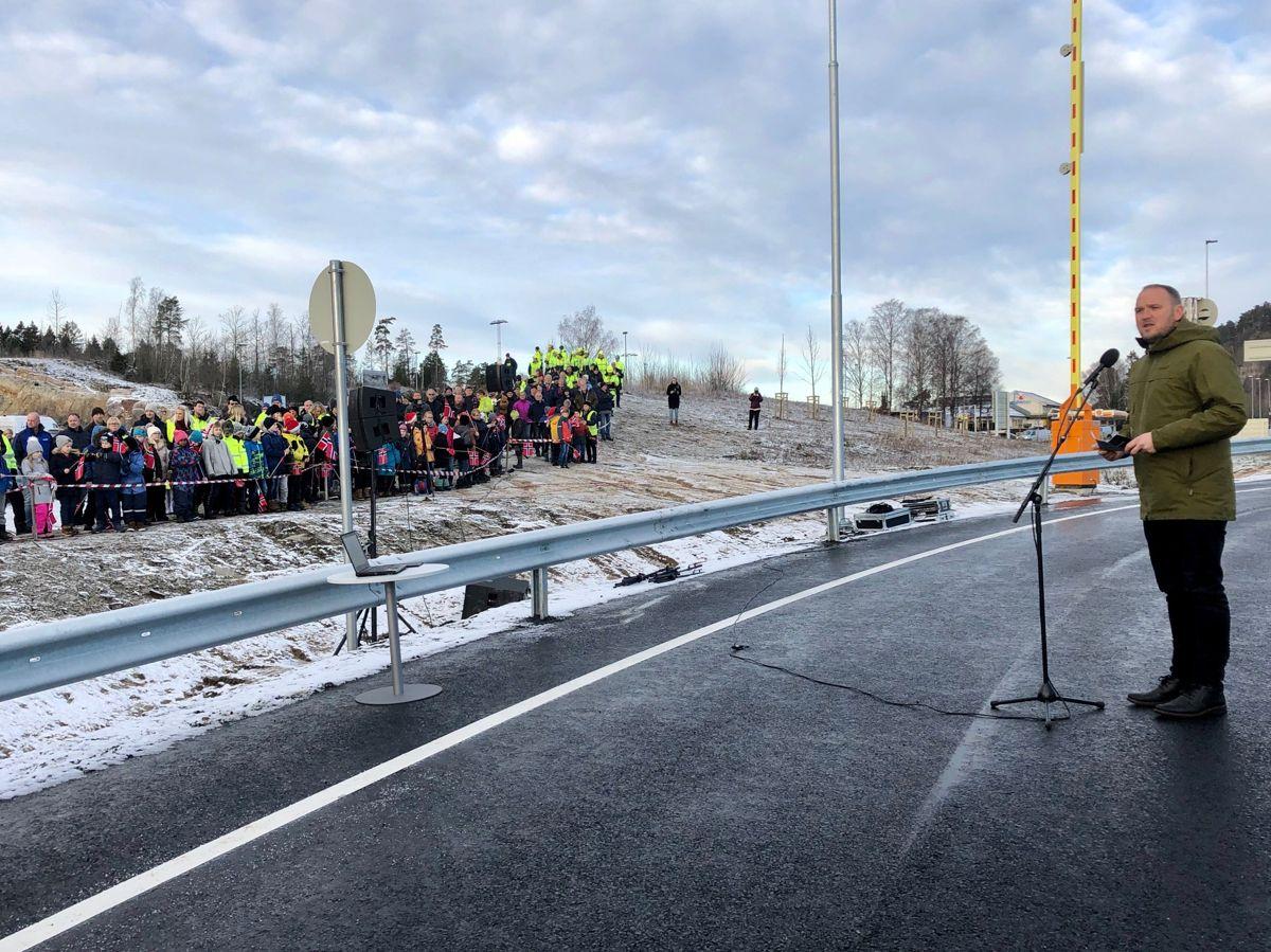 Statsråd Jon Georg Dale åpnet mandag ny E18 Rugtvedt-Dørdal. Foto: Nye Veier.