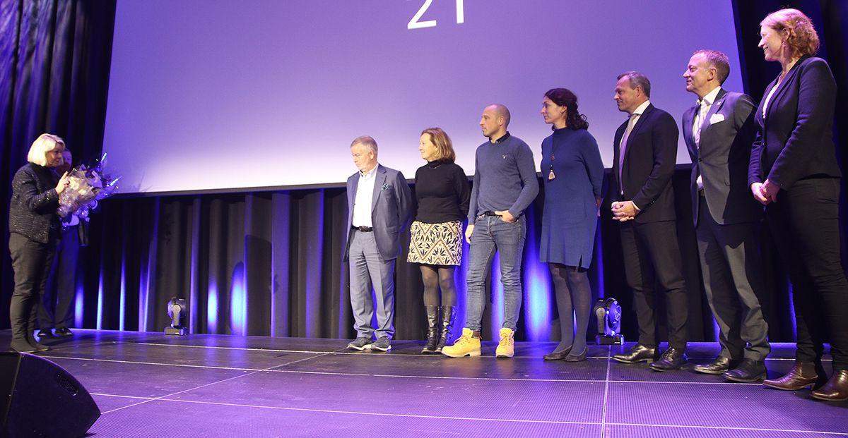 Monica Mæland takker Bygg21-styret for innsatsen.