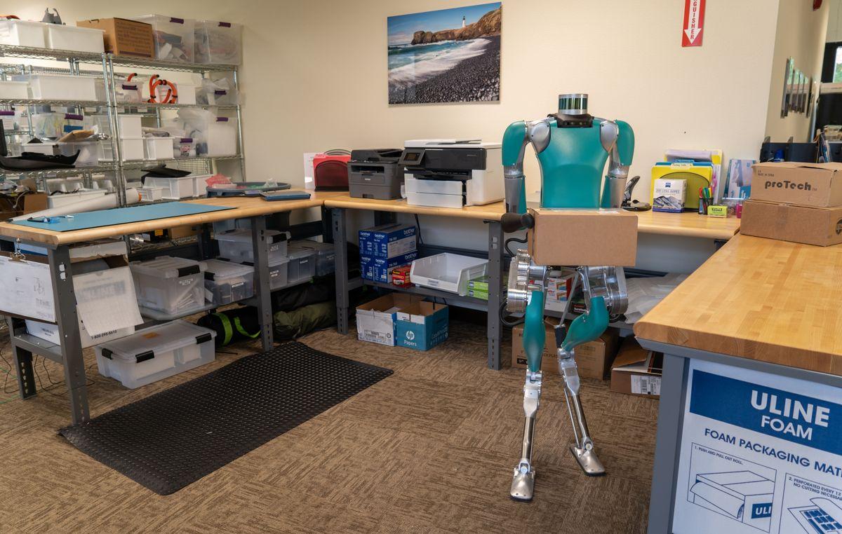 Roboten Digit skal nå bli en del av Fords nyttekjøretøytilbud. Foto: Agility Robotics
