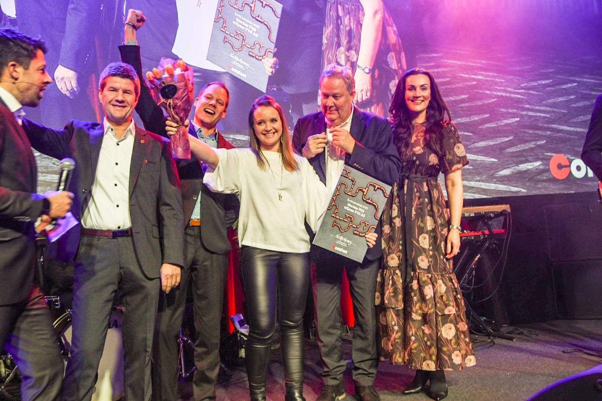 Gran VVS mottok prisen for beste prosjekt for Horten videregående skole. Foto: Comfort