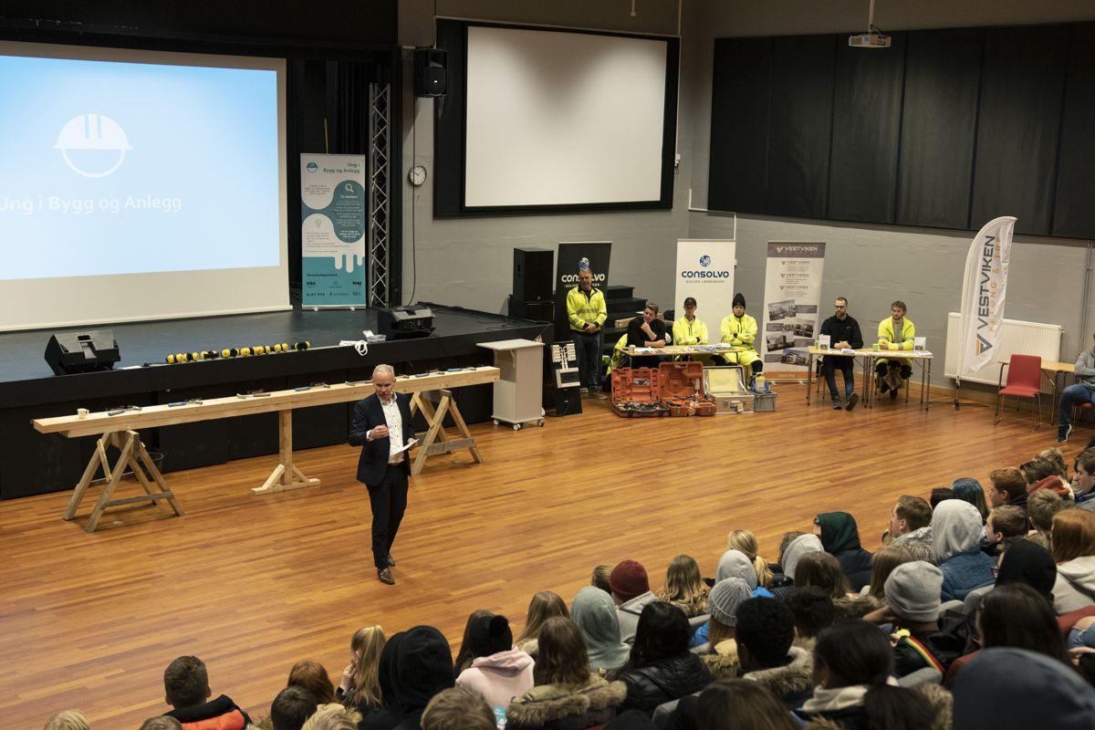 Nylig avgått kunnskapsminister Jan Tore Sanner holdt innlegg for ungdomsskoleelver i Drammen dagen før han ble utnevnt til ny finansminister. Foto: Tuva Skare