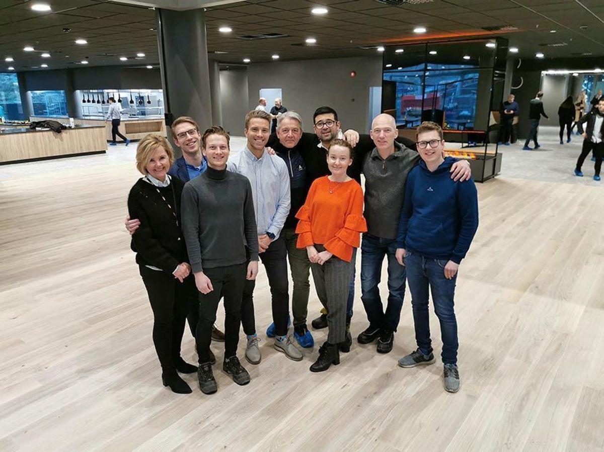 Karvesvingen 5 er overlevert til byggherre, og teamet til AF Bygg Oslo kan kaste vernetøy, briller og hjelm. Foto: AF Bygg Oslo.