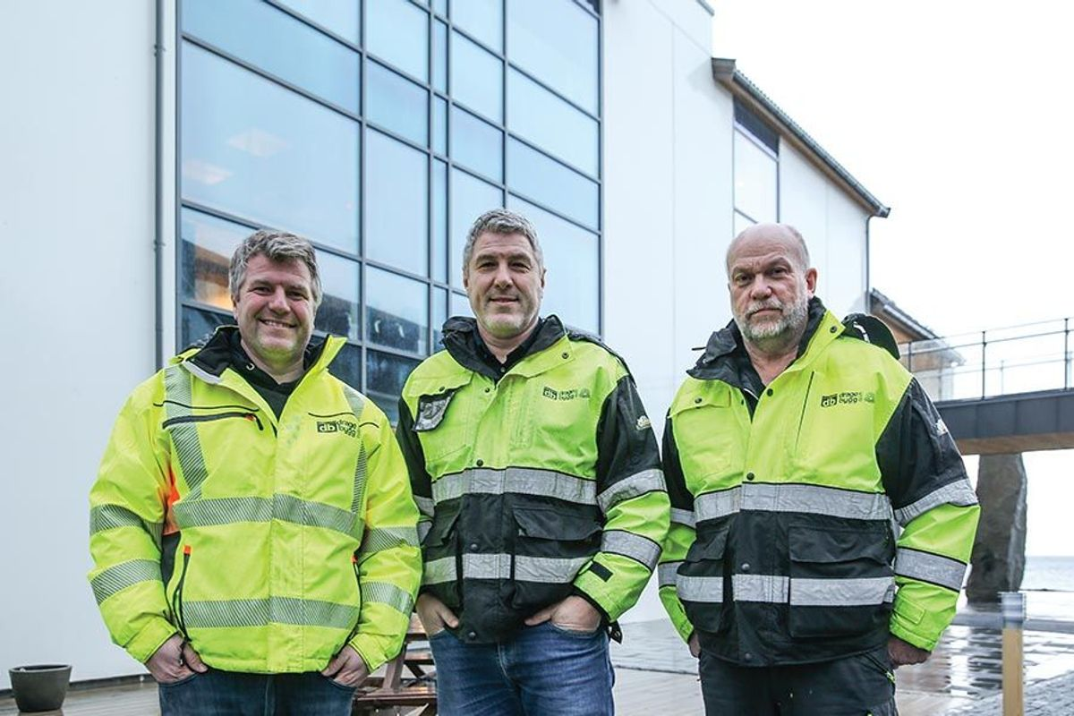 Har stått for byggingen: Sentrale aktører i Dragebygg som har bygget Stad Hotell. Fra venstre Mads Drage, Heming Drage og prosjektleder Svein Sjåstad.