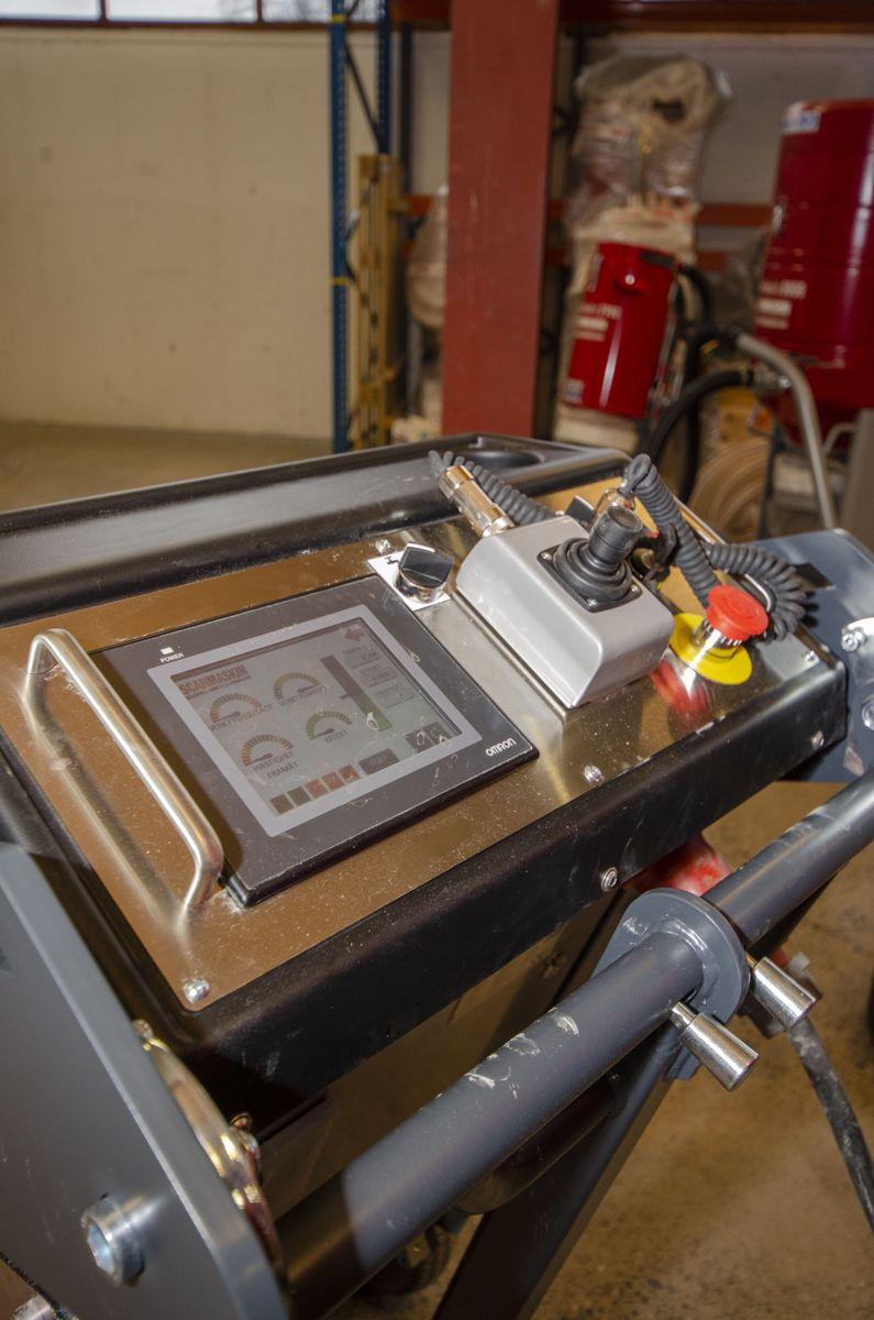 De nye Scanmaskin-slipemaskinene kommer med eget display som viser både innstillinger, slipeprogram og status på maskinen.