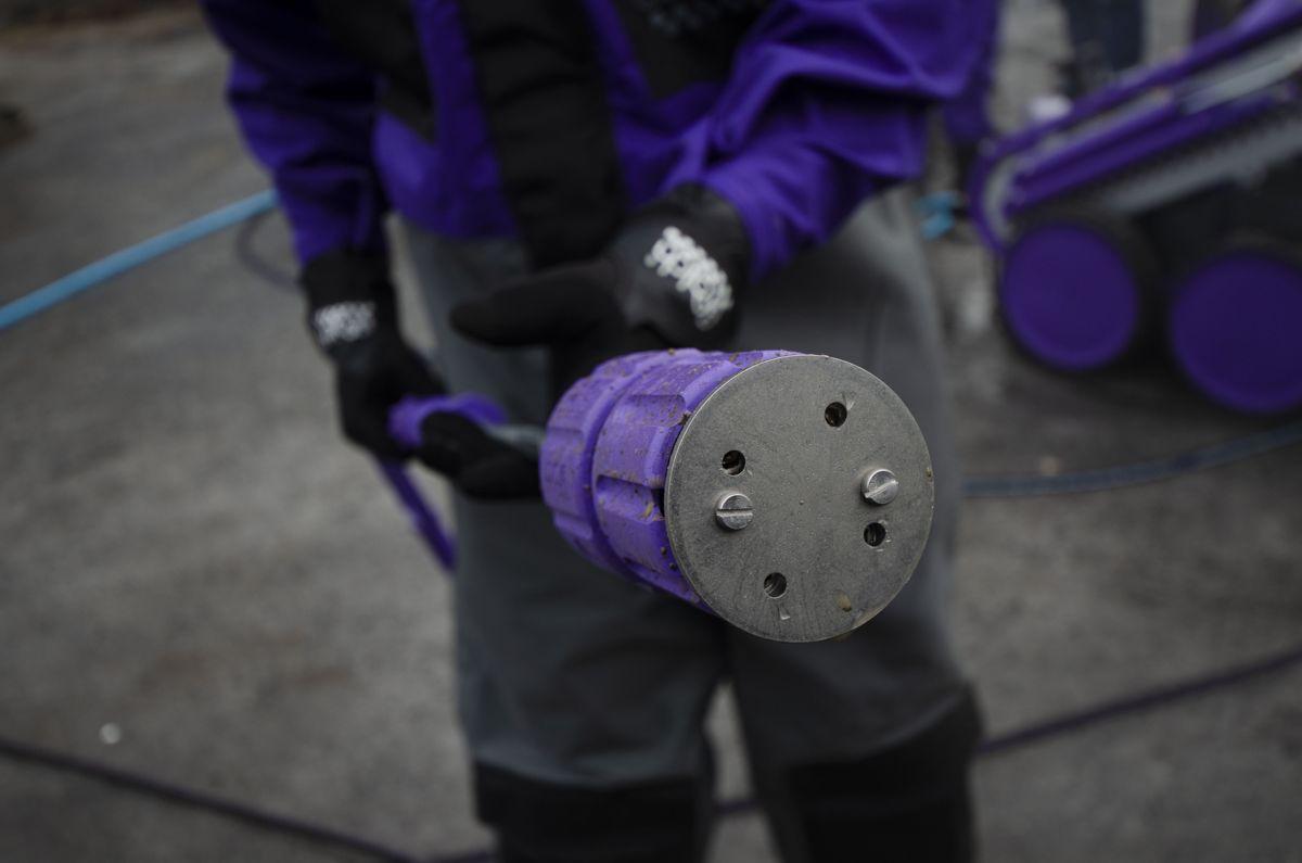 Dysen på hydro-blasterne fra Falch har fire hull, og roterer i høy eller lav hastighet basert på om man ønsker en hurtig vask eller en mer konsentrert stråle.