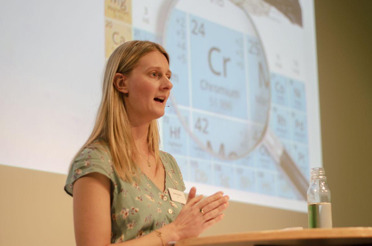 Cathrine Eckbo i NGI jobber med å kartlegge krom i betong.