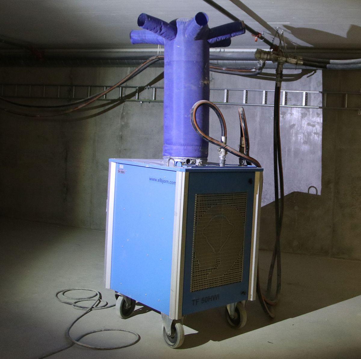 Et av varmeaggregatene i bygget.