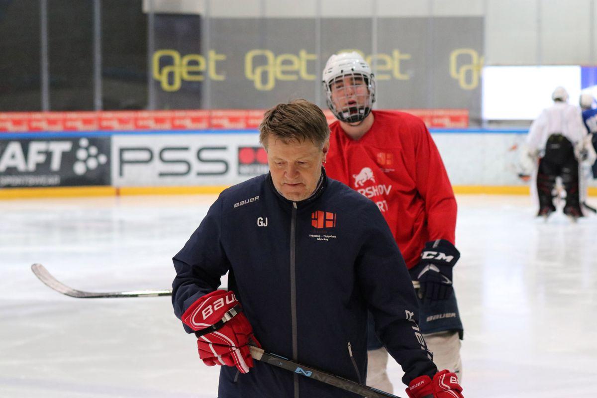 Det er Glenn Johnsrud som tok initiativet til hockeylinja på Hellerud videregående skole.