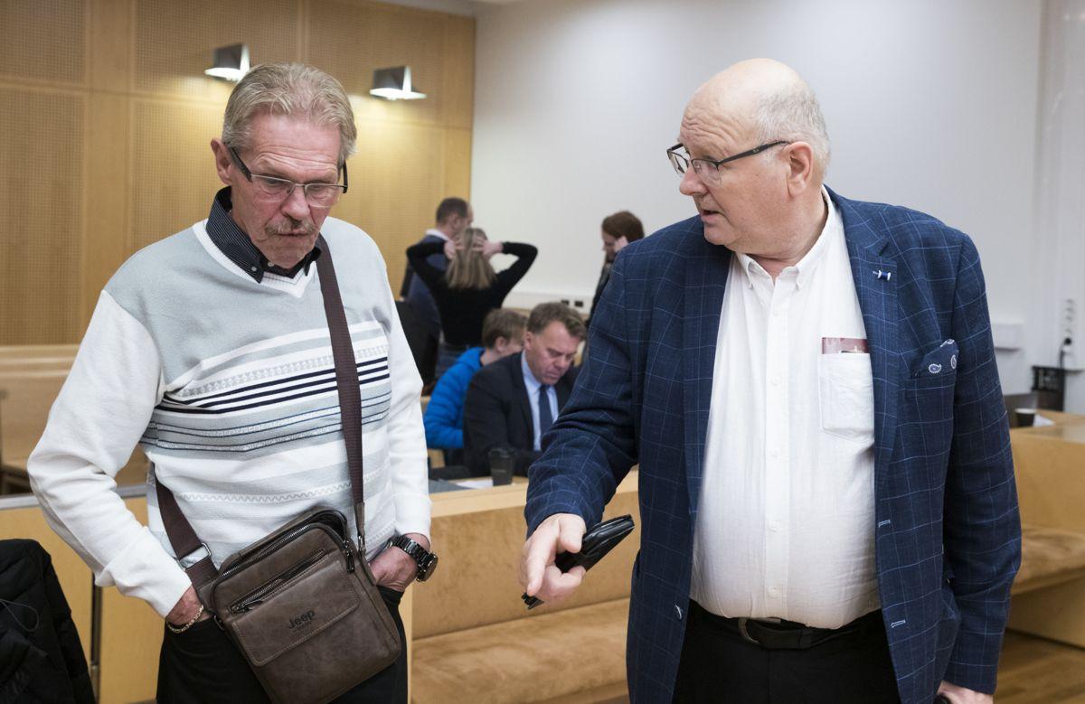 De to nøkkelansatte i Ølen Betong, som er kjernen i erstatningskravet mot staten, vitnet tirsdag. Kurt Stø til venstre og Atle Berge til høyre. Foto: Terje Pedersen / NTB scanpix