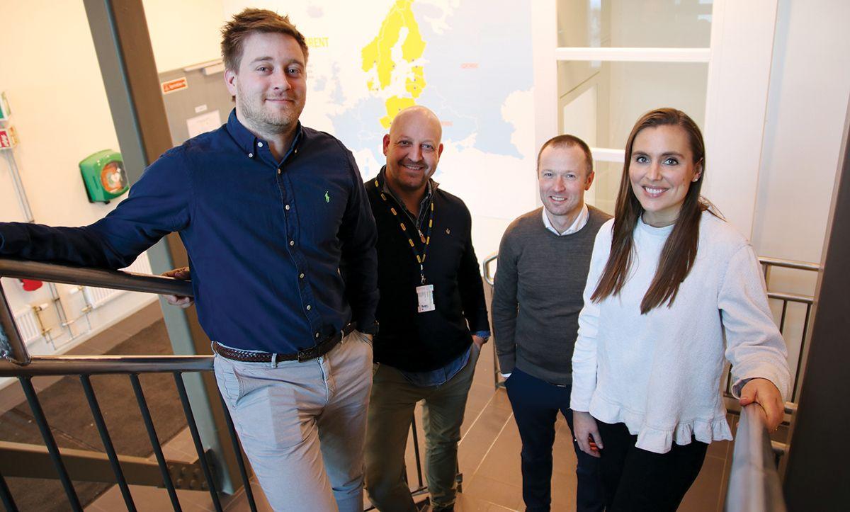 <p>– Vi har valgt å satse på flere nyutdannede ressurser som virkelig har utviklet seg etter at de har kommet til Ramirent, sier administrerende direktør Øyvind Emblem. F.v. Erik N. Stensby (avdelingsleder ved Hvam Kundesenter), Thomas Tangstad (business manager rigg & drift), Øyvind Emblem og Annikken Bergem Nygaard (supply chain planner & developer).</p>