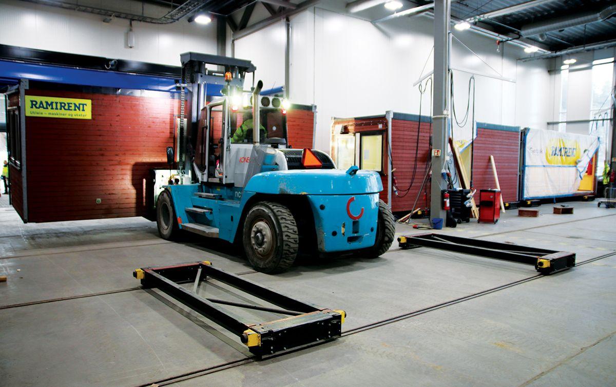 En modul er på vei inn i vedlikeholdsfabrikken for en sjekk.