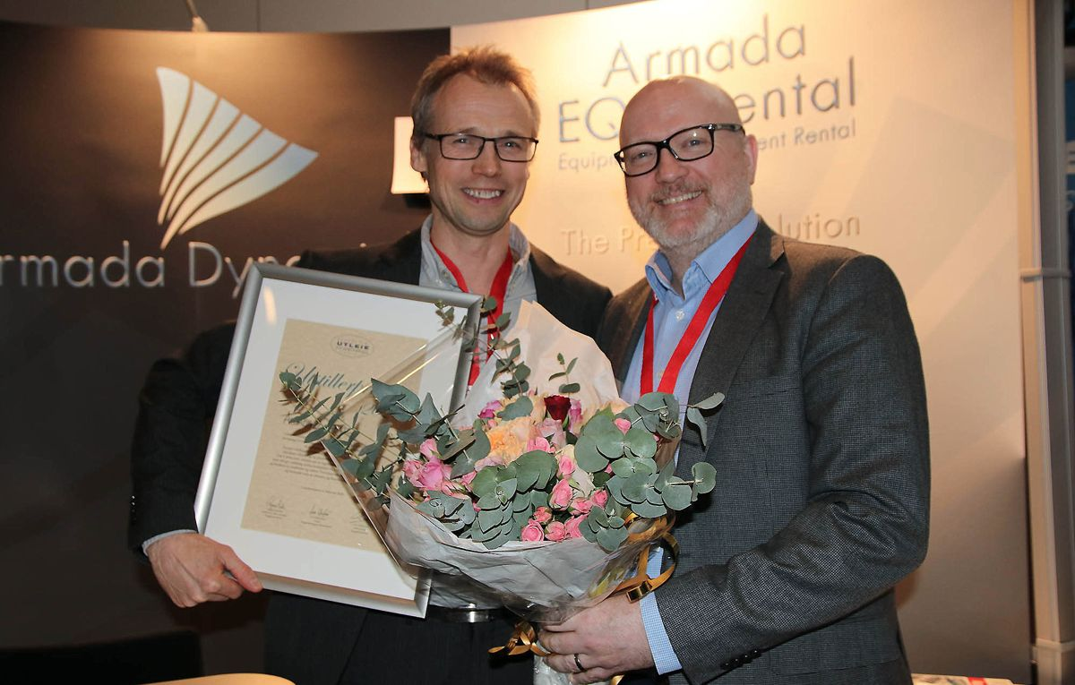 Bjarne Tevik (t.v.) og Hans-Ole Liseth kunne ta imot Utstillerprisen på vegne av Armada Dynamics.