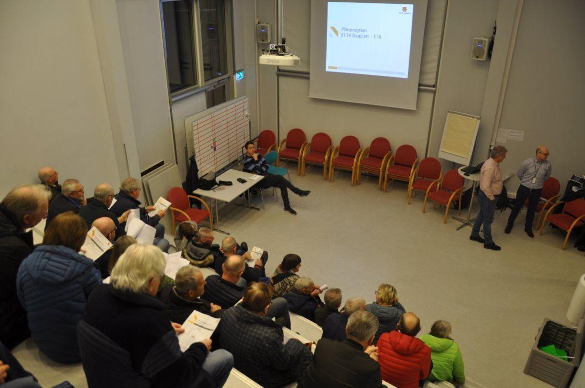 Omtrent 50 mennesker deltok på presentasjonen i Asker torsdag 6. februar. Foto: Kjell Wold / Statens vegvesen