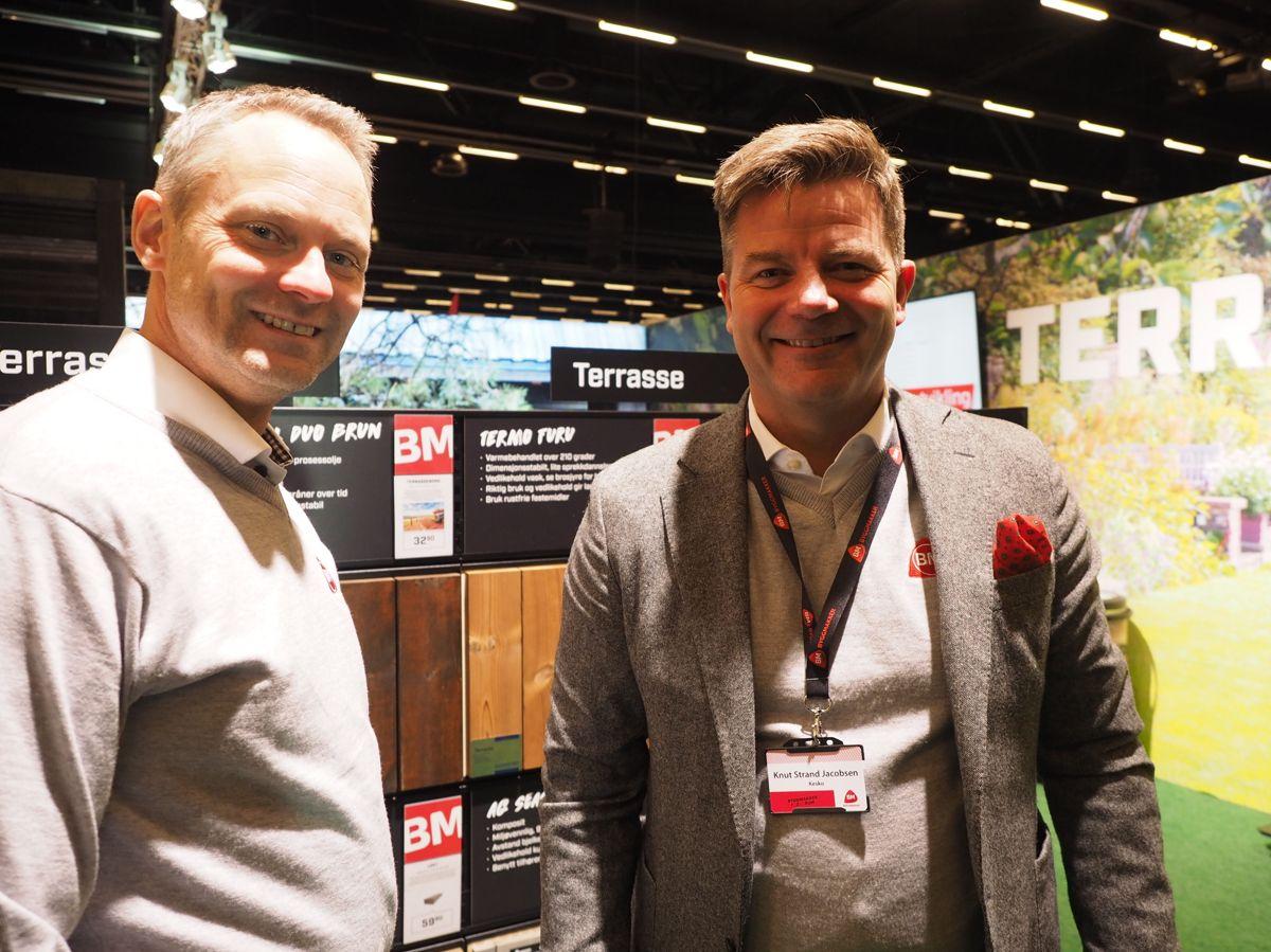 <p>Kjededirektør Petter Knutsen og administrerende direktør Knut Strand Jacobsen i Byggmakker Handel. Foto: Jørn Hindklev</p>