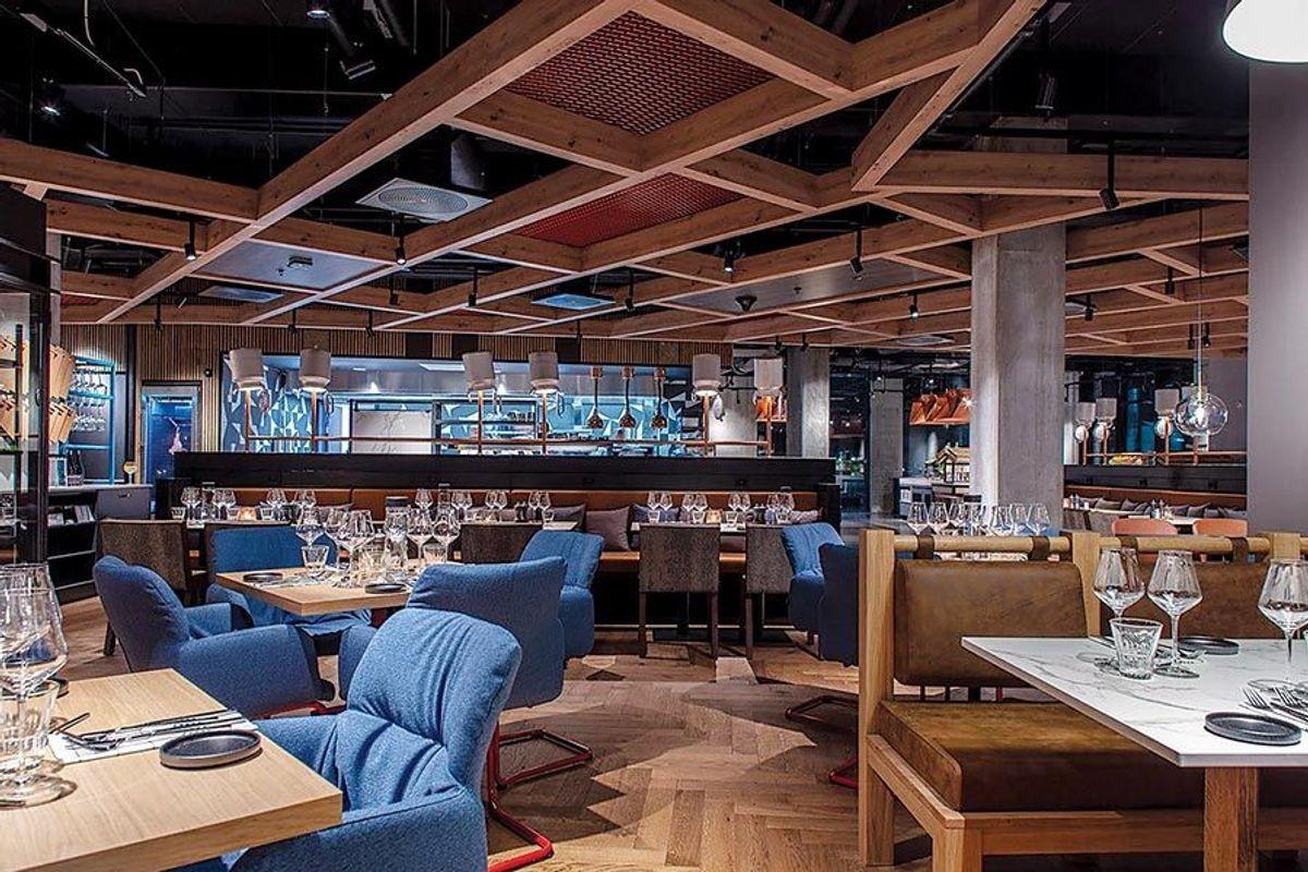 Det er etablert en stor restaurant i plan 2. Foto: Petter Abrahamsen/Voss Scandic