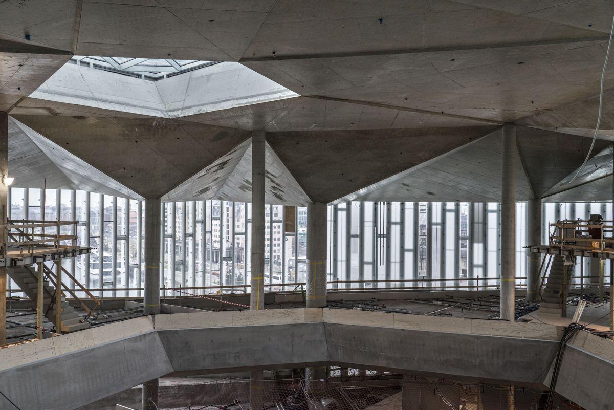 Øverst i biblioteket er et foldetak støpt i betong. Her er ingen former like. Foto: Jiri Havran