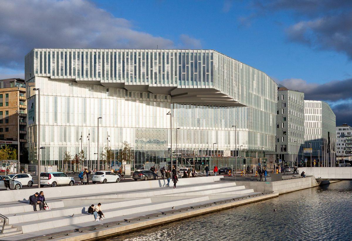 Deichman Bjørvika inngår som en del av Oslo kommunes byutviklingsprosjekt i Bjørvika, og er er en av de største satsingene på kulturbygg i kommunen. Foto: Tove Lauluten