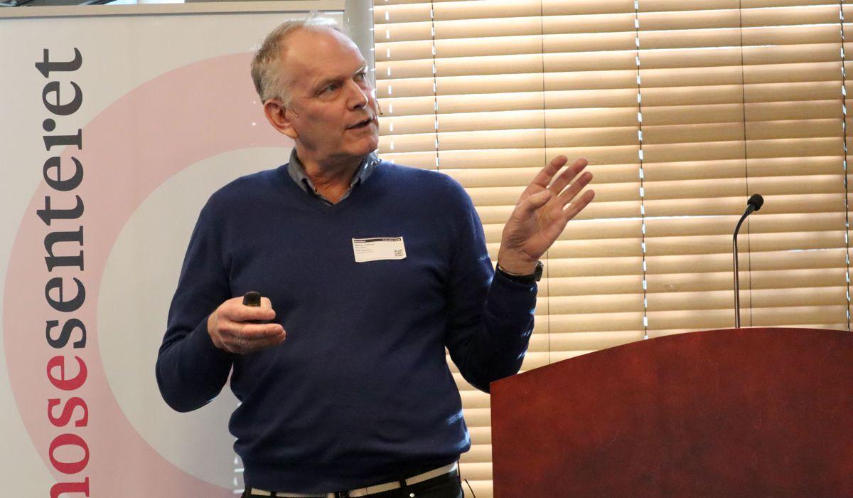 Salgs- og markedssjef Bjørnar Tretterud i Block Watne fortalte hvordan boligbyggeren har jobbet systematisk med å øke kundetilfredsheten i eget selskap. Foto: Svanhild Blakstad
