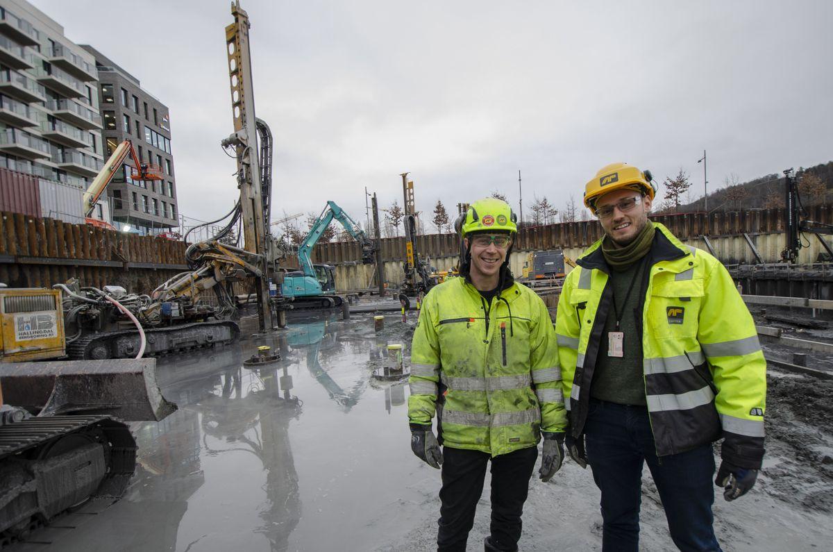 Marius Øen i Hallingdal Bergboring (til venstre) og Ola E. Hammer i AF Byggfornyelse. Foto: Sindre Sverdrup Strand