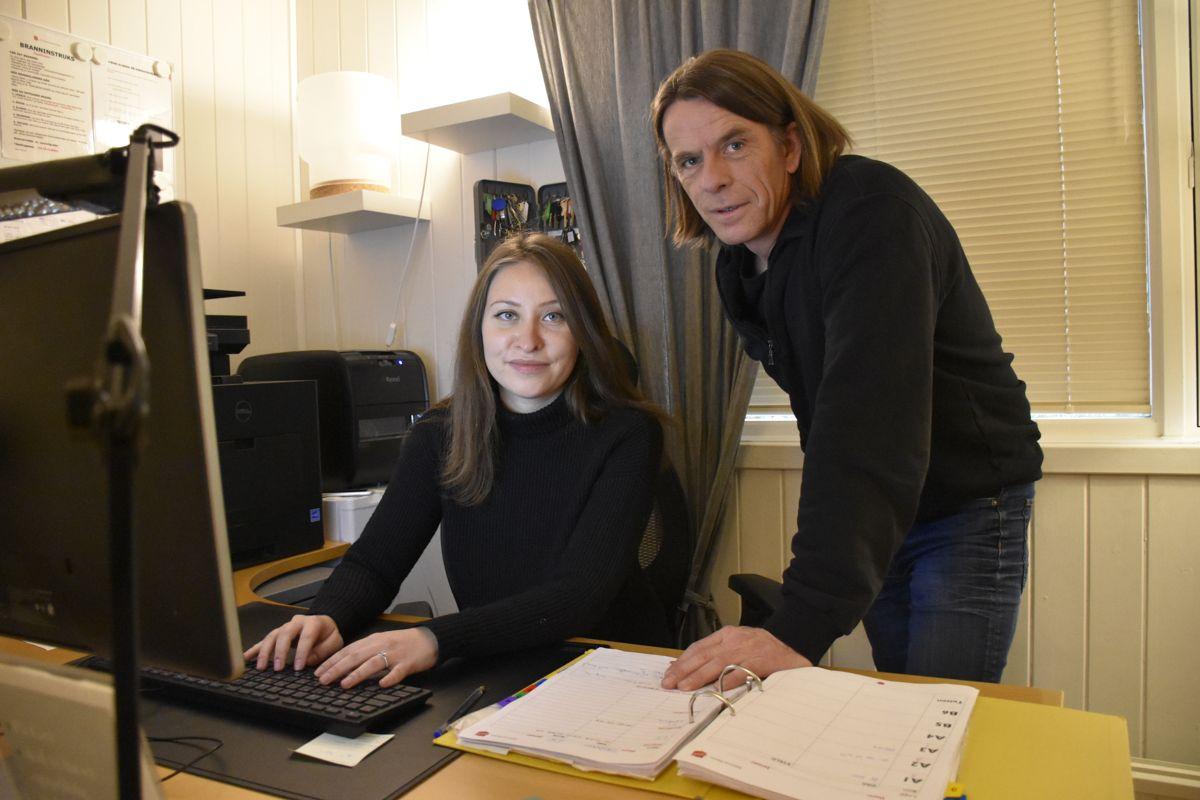 Maria Antoneta Ion og Leif Tore Solberg i Frelsesarmeen sier det trengs mer bevissthet rundt at også menn utsettes for menneskehandel. Foto: Stefan Offergaard