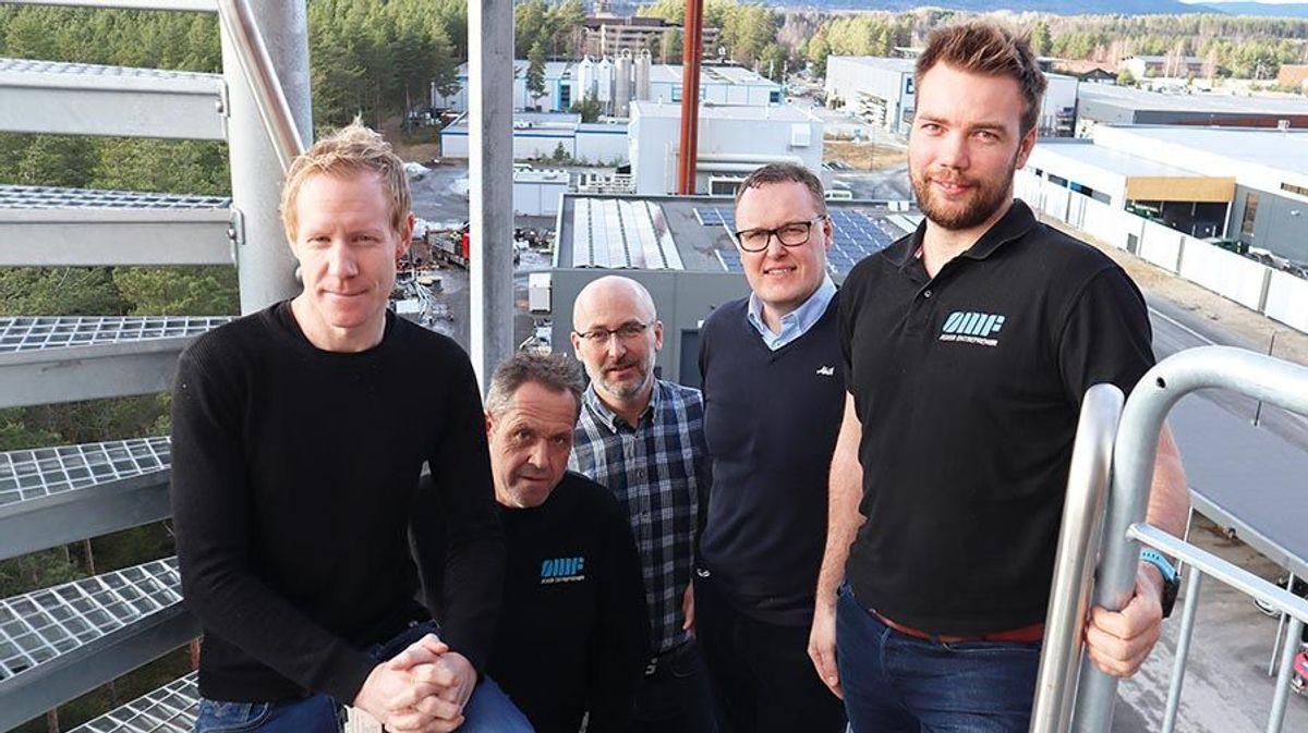 Fra venstre regionleder Ole Einar Rongved og anleggsleder Ragnar Øye begge Asker Entreprenør, prosjektleder Bjørn Stokk i HR Prosjekt, prosjektsjef Morten Kristiansen i Aka og prosjektleder Sindre Prestmo Larsen, Asker Entreprenør.