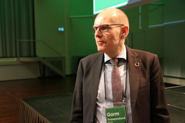 Gorm Frimannslund presenterte nyheten om Epoke 2023 og omorganisering i Bane NOR på Jernbaneforum i 2020. Målet er å spare 500 millioner kroner i året. Foreløpig har det ikke gått helt på skinner, viser en selskapsgjennomgang. Arkivfoto: Frode Aga